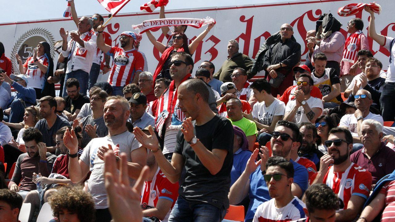 Javi Rozada da instrucciones a Borja Sánchez durante el derbi