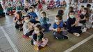 Alumnos en el patio de un colegio ourensano durante la presentación del nuevo curso escolar