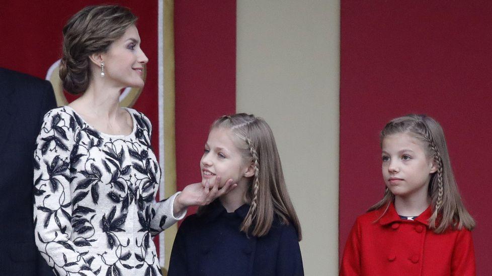 El presidente del Gobierno en funciones, Mariano Rajoy, saluda a la presidenta de Andalucía, Susana Díaz