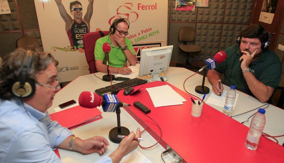 Juan Juncal, Jorge Prieto y Cristóbal Dobarro participaron en un debate en Radio Voz Ferrol.