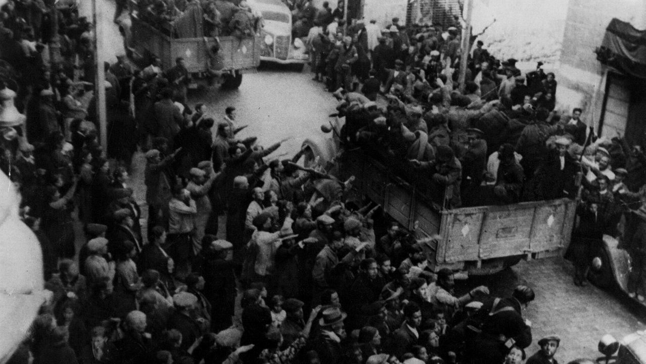 Recibimiento en las calles de Jaén de soldados del bando nacional