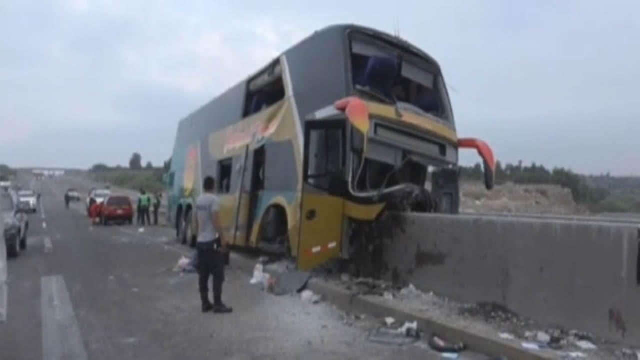 Al menos ocho muertos en un terrible accidente de autobús en Perú