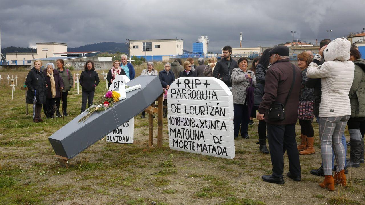Contaminación en Gijón.Saludo entre Pedro Sánchez y Pablo Iglesias tras la votación de investidura