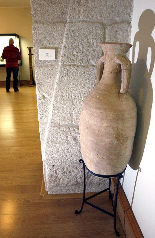 Ánfora de la época romana expuesta en el Museo Provincial de Lugo