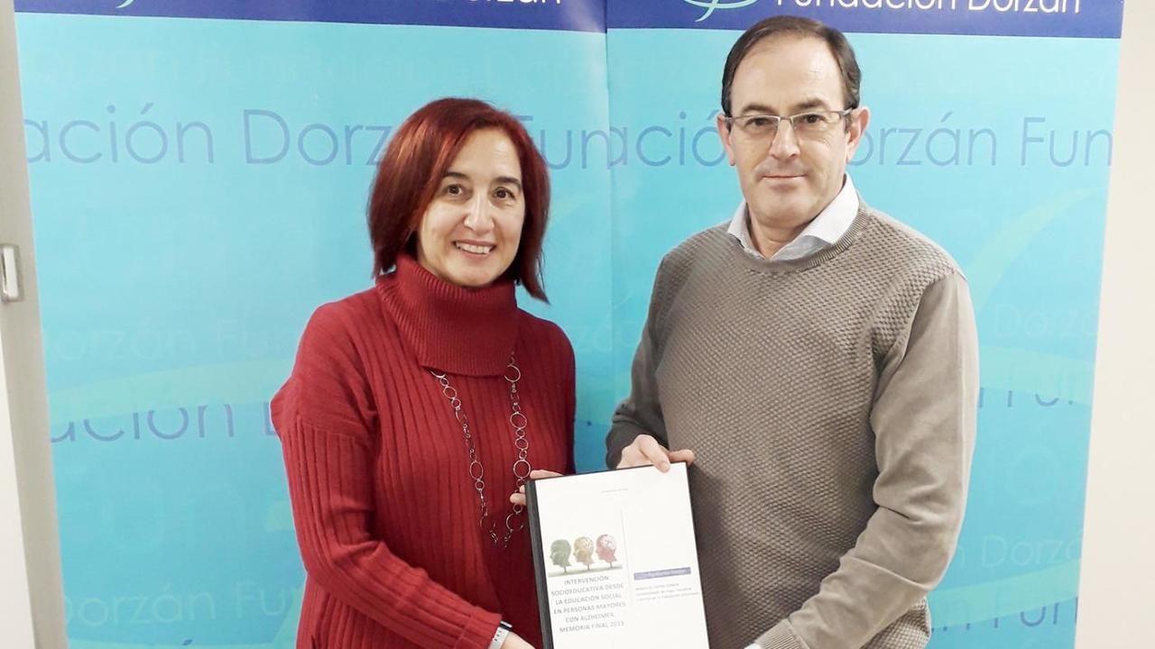Teresa Mallada, rodeada de Cristina Vega y José Luis Fontaniella