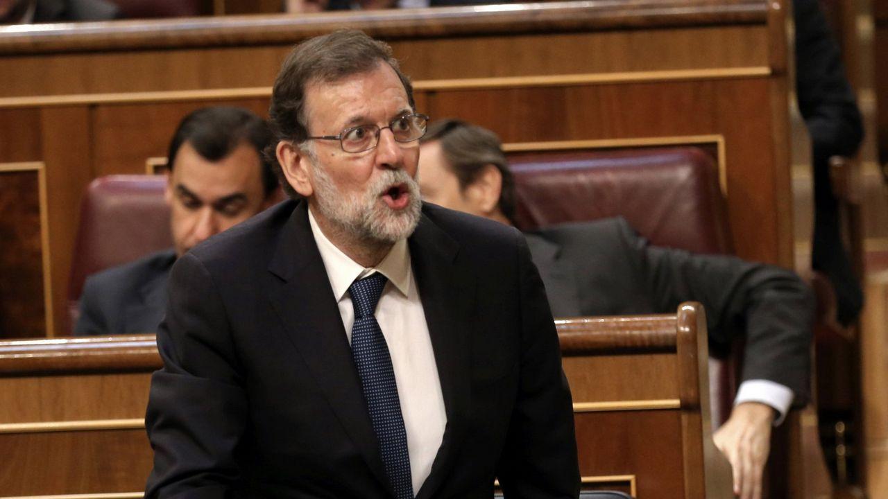 Rajoy retaa la oposición a que presente una moción de censura contra él.«Rivi» y Diego Valiño, en una réplica de los palcos del Campoamor