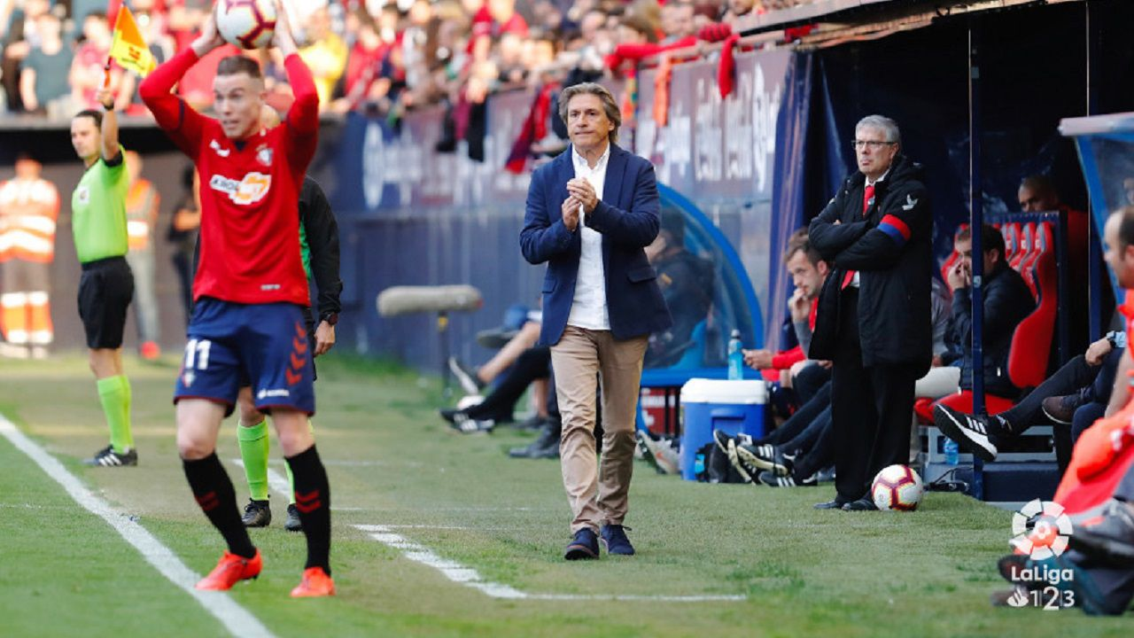 Carlos Martinez Christian Fernandez Osasuna Real Oviedo El Sadar.Sergio Egea durante el Osasuna-Real Oviedo