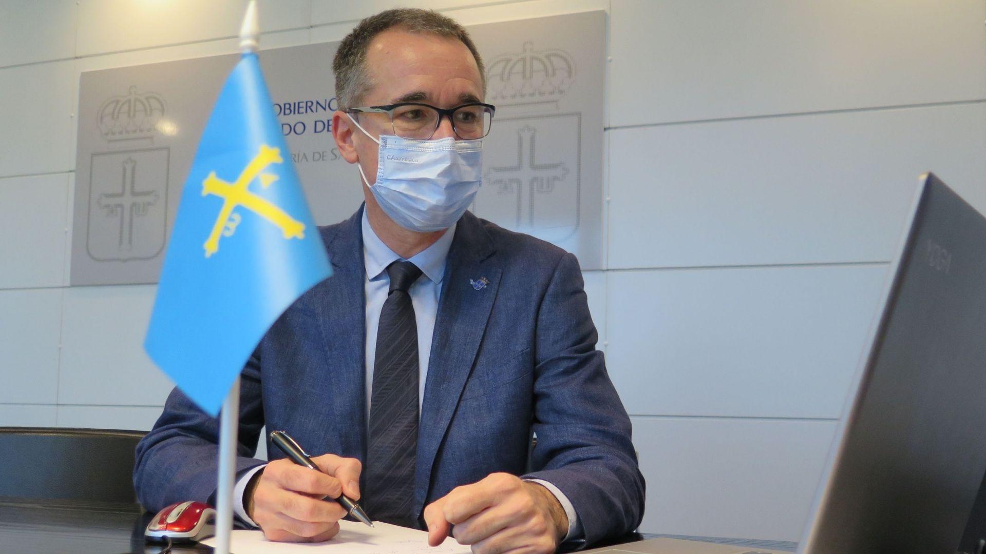 El consejero de Salud, Pablo Fernández Muñiz, que ha participado por videoconferencia en la reunión extraordinaria del pleno del Consejo Interterritorial del Sistema Nacional de Salud sobre la evolución de la pandemia del coronavirus