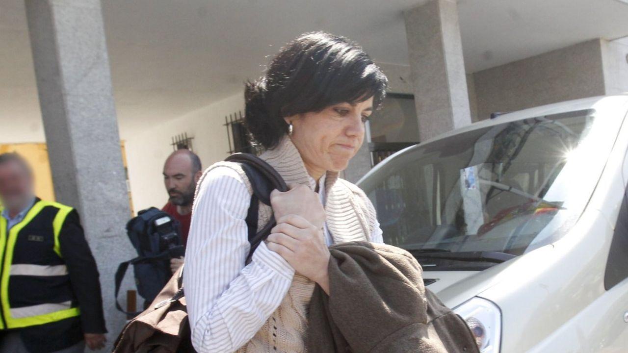 La jueza lucense Pilar de Lara toca con la guitarra 'Resistiré'.Besteiro con López Orozco, investigado tambien en el caso Garañón
