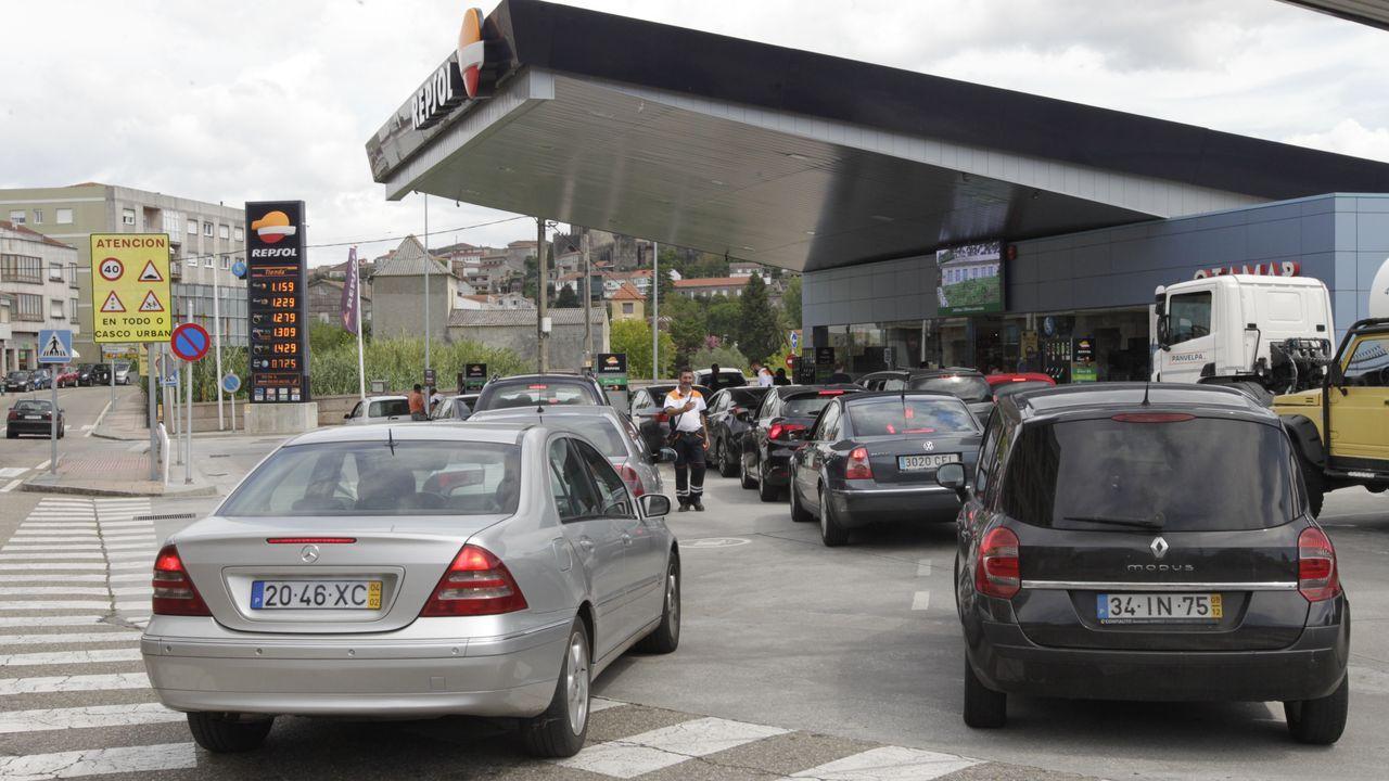 Las gasolineras de la frontera con Portugal desbordadas por la llegada de conductores para repostar.La versión GLP del Ford Fiesta
