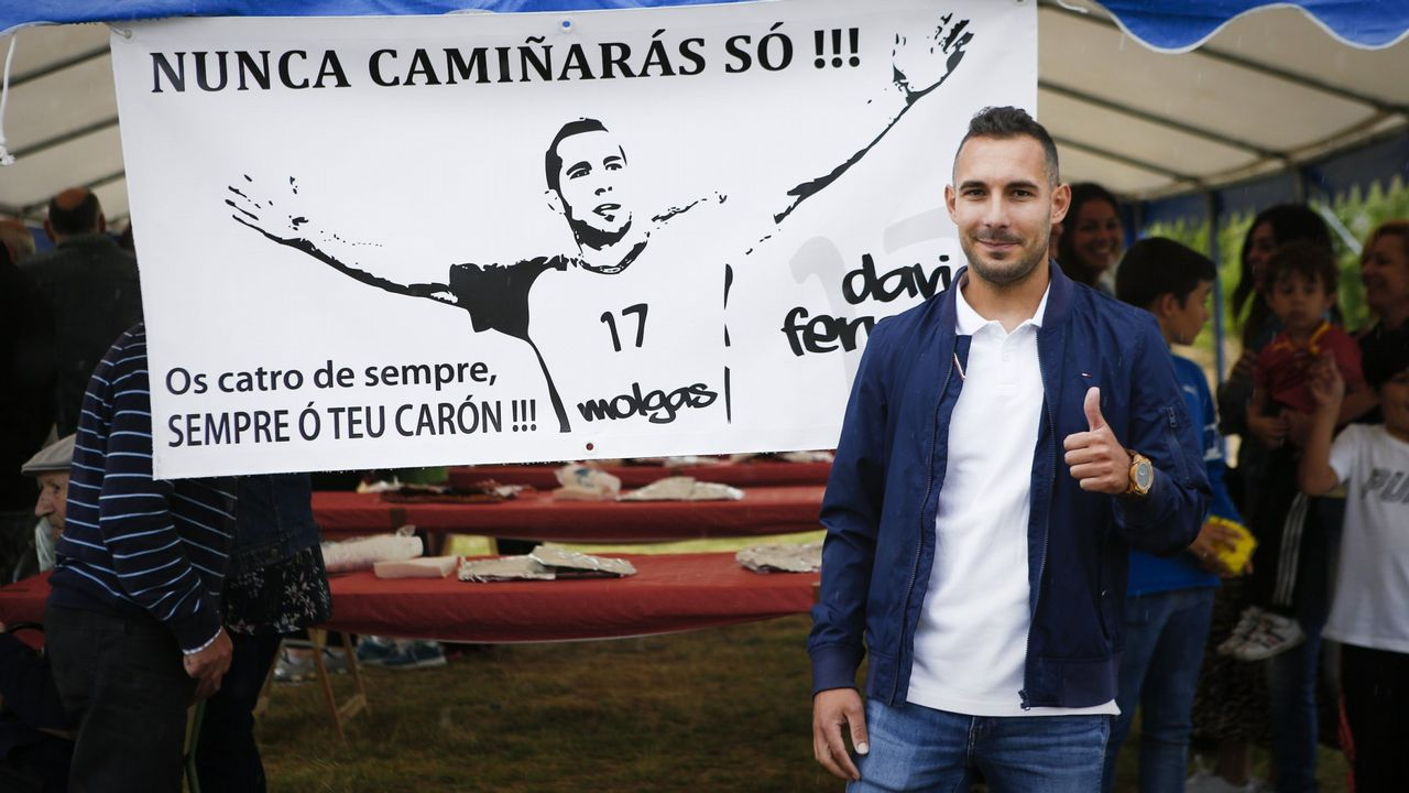 Los jugadores del Oviedo tras la derrota ante el Almería