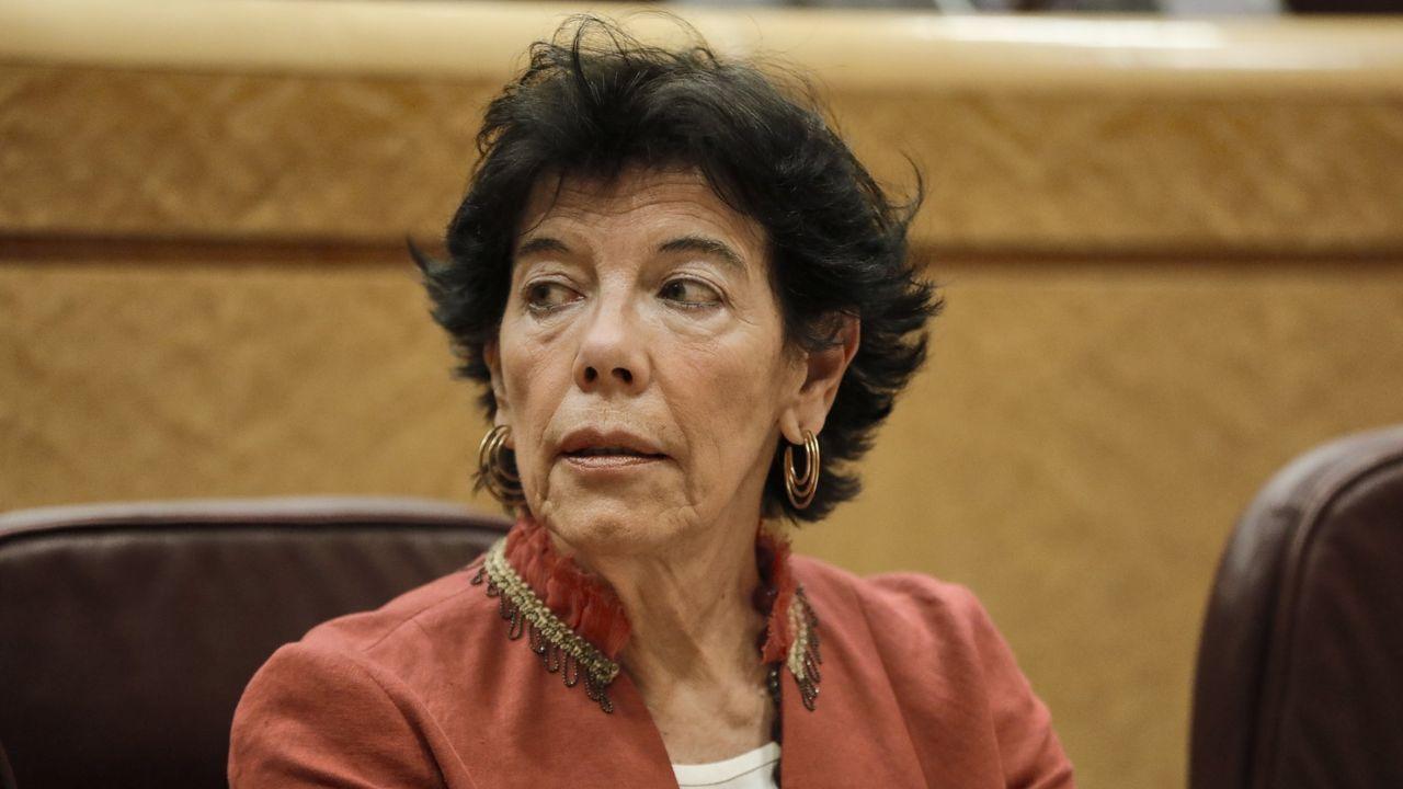 La ministra Celaá, en una sesión de control en el Senado
