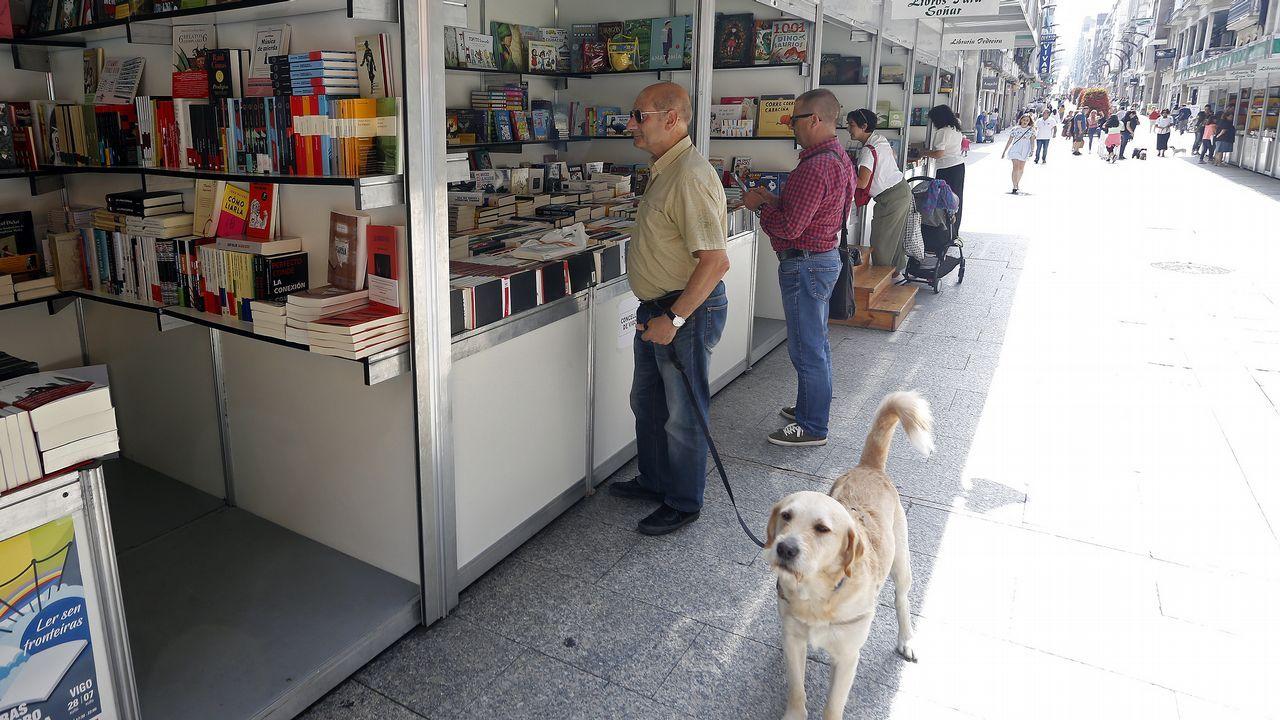 Homenaje a Anxel Casal en Cacheiras.Conchita Quirós, en su librería Cervantes de Oviedo, desde donde impulsó numerosas iniciativas culturales. La librera falleció el pasado 24 de febrero