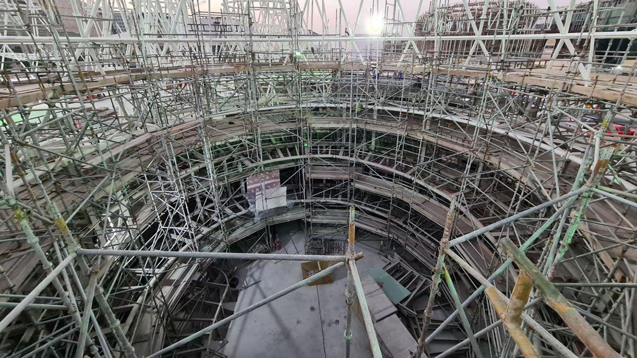«La estructura ya está construida. El pabellón de España en la expo de Dubái es un proyecto bastante singular. Son unos conos bastante grandes que tienen como una especie de cúpulas en su interior y en cada una de ellas se exhiben distintas cuestiones relacionadas con España, con las distintas autonomías», aclara Juan Rey. Arquitectos: Amman, Cánovas y Maruri / Estructuras: Mecanismo