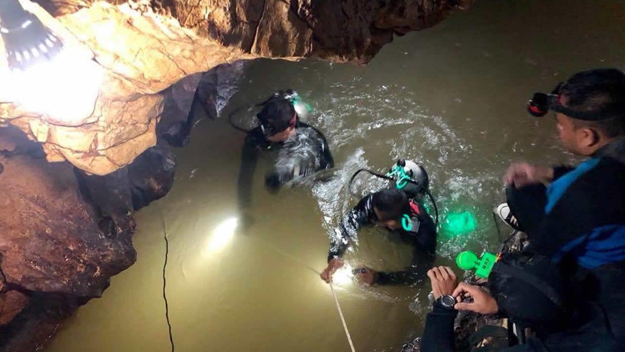 Imágenes de los trabajos de rescate en la cueva donde se perdieron los niños tailandeses con su monitor