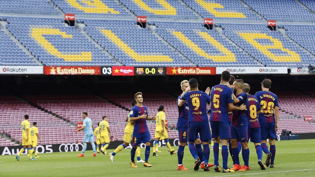 Puigdemont presenta su lista para el 21D en Brujas.Linares se lamenta tras el gol de Bárcenas en el Real Oviedo - Reus