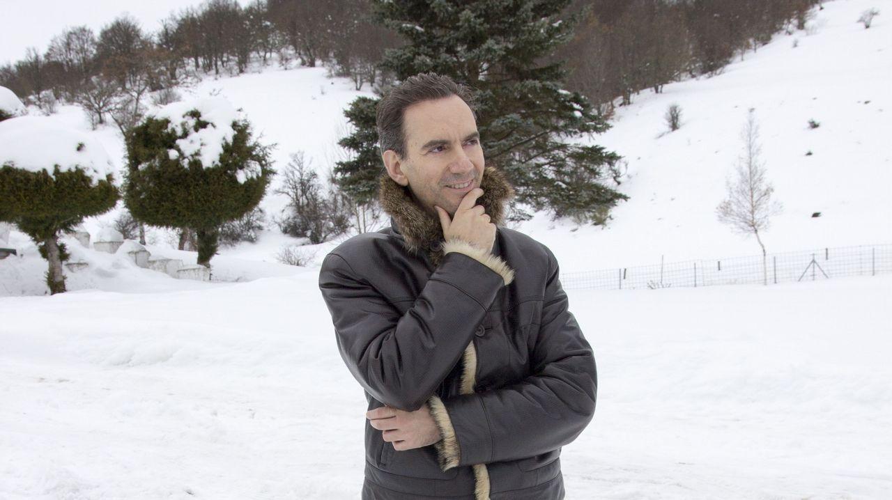 Manuel Martínez-Burgos, ganador del premio Gaos con «Daivat»