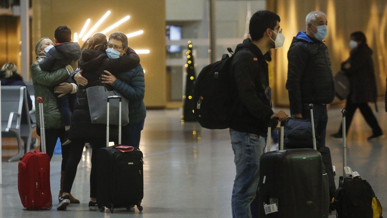 Los efectos de la borrasca Karim, un mes después.Pasajeros a su llegada a Santiago en Navidad procedentes de Ginebra