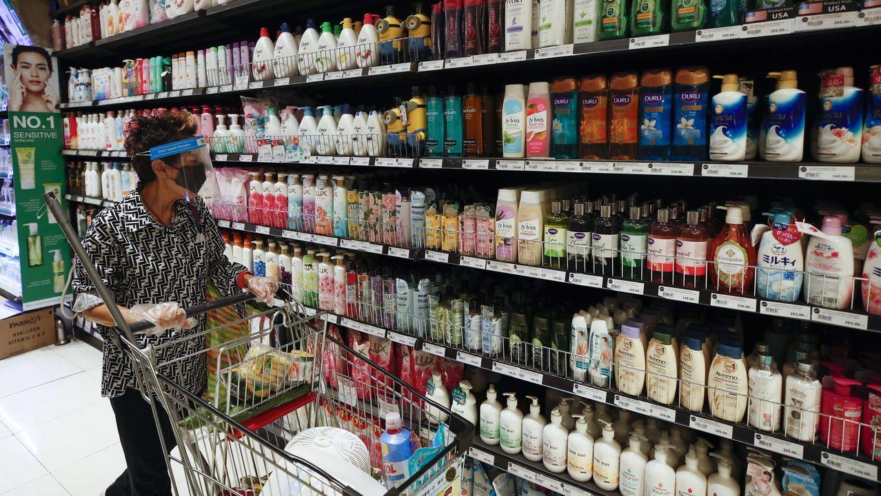 Medidas de protección en un supermercado de Bangkok