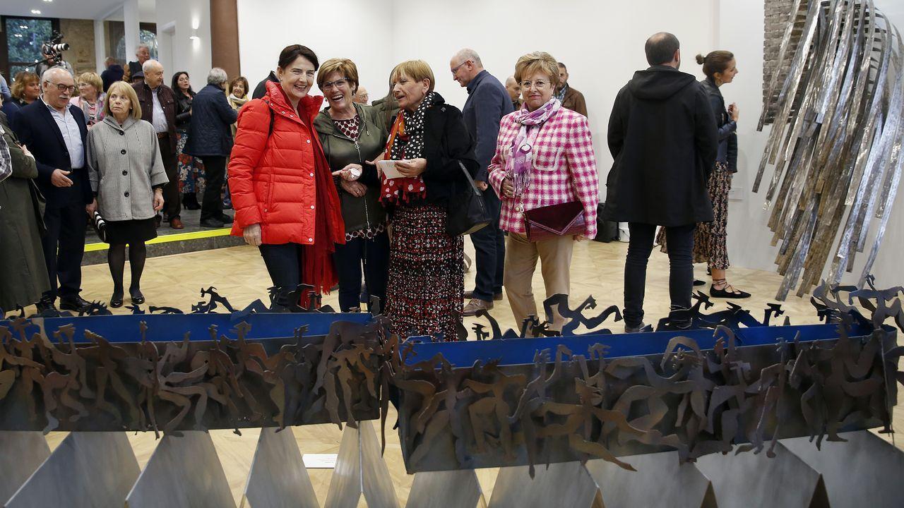 ¡Mira las fotos de la inauguración de las obras que Soledad Penaltaexhibeen el Casino de Noia!.Un mercado navideño estará abierto en la plaza de abastos entre los días 21 y 22