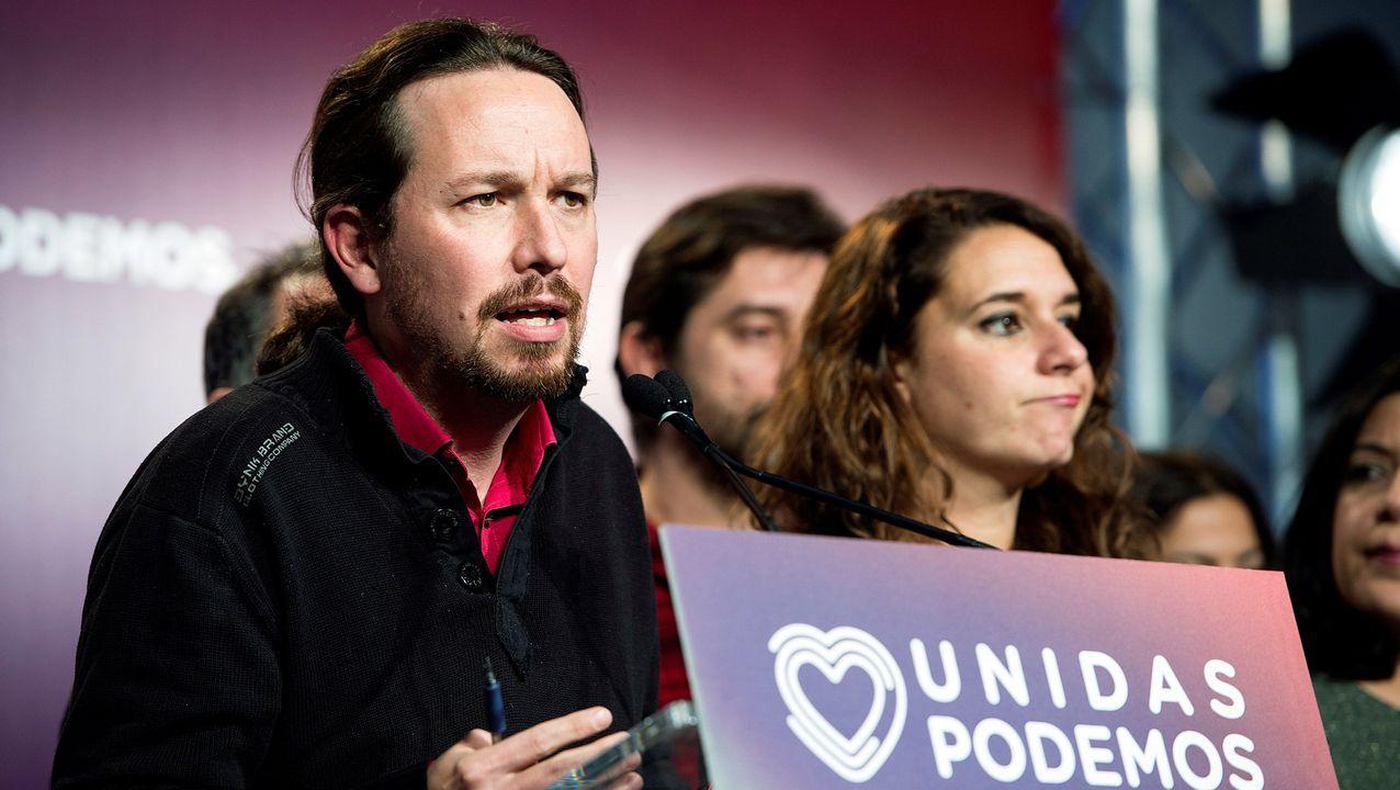 Noelia Vera no puede disimular su decepción durante el discurso del líder de Unidas Podemos