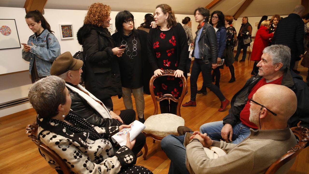 Campamentos, música, desfiles, xogos e liortas dan vida ao Friulio.El centro Maruja Mallo acoge un taller de danza para mujeres