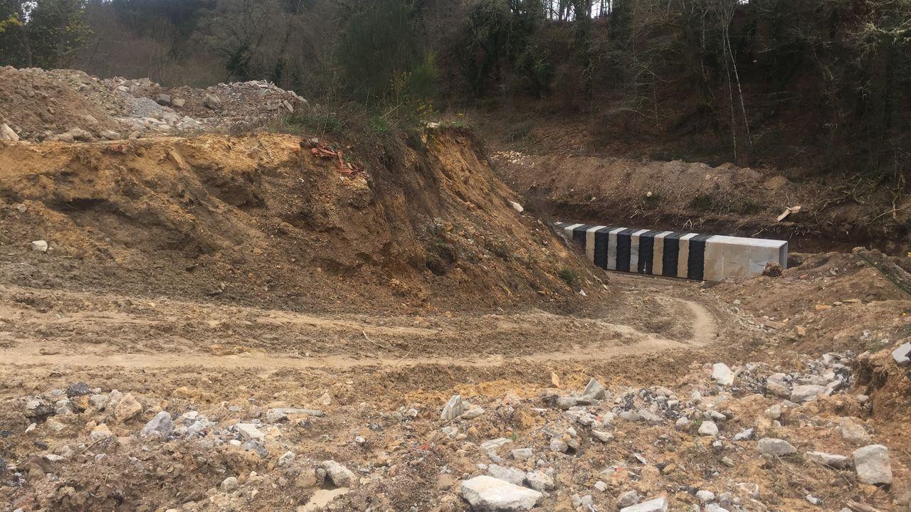 Las obras en la carretera OU-0215 en Sande corresponden a una primera fase