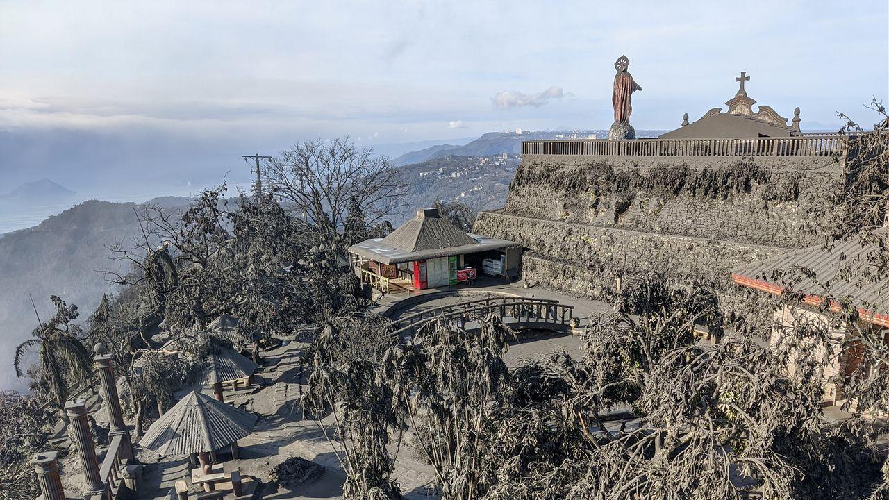 Cenicas de la erupción del volcán Talla en Filipinas