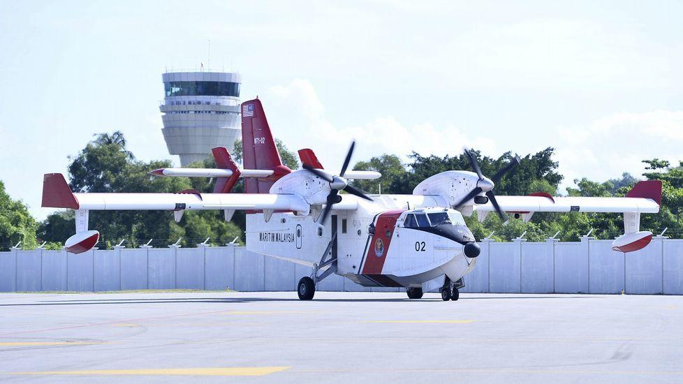 Llegada al aeropuerto del hidroavión que traía a los dos españoles desaparecidos.