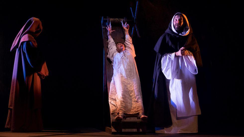 Colectivos de actores creen que la Xunta está abriendo la puerta a la privatización de los montajes del CDG y el CCG. En la imagen, una de las últimas producciones de la compañía teatral, «Neorretranca e posmorriña»