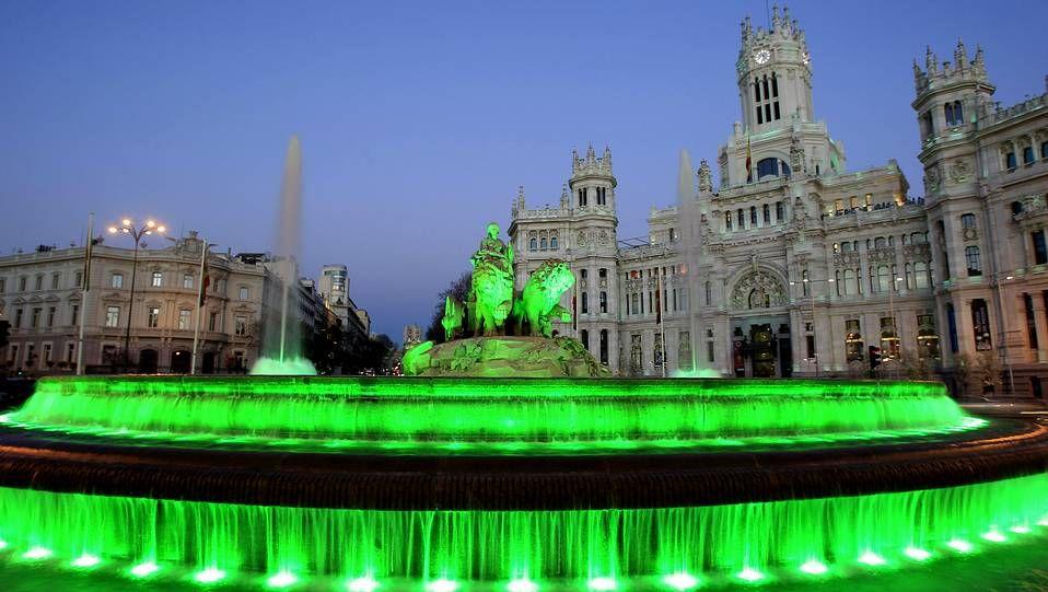 La fuente de Cibeles de verde por San Patricio