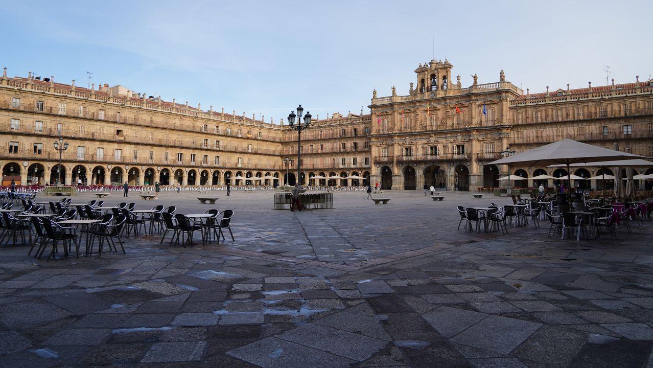 La plaza mayor de Salamanca, prácticamente vacía esta mañana