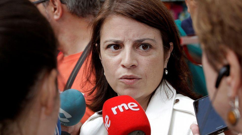 Castillete del pozo Maria Luisa.La vicesecretaria general del PSOE, Adriana Lastra, atiende a los medios en Oviedo