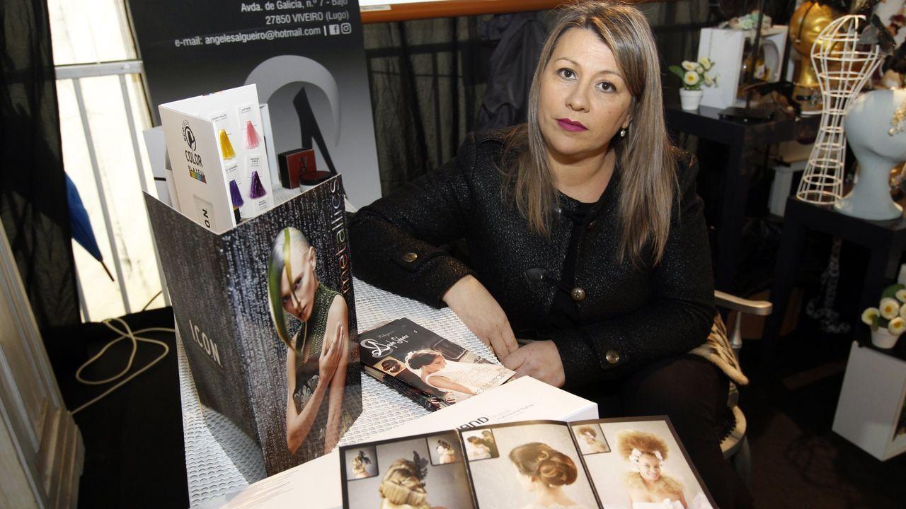Aplausos para los sanitarios en Viveiro.La peluquera viveirense Ángeles Salgueiro, una de las portavoces del movimiento de peluquerías que llama a no abrir