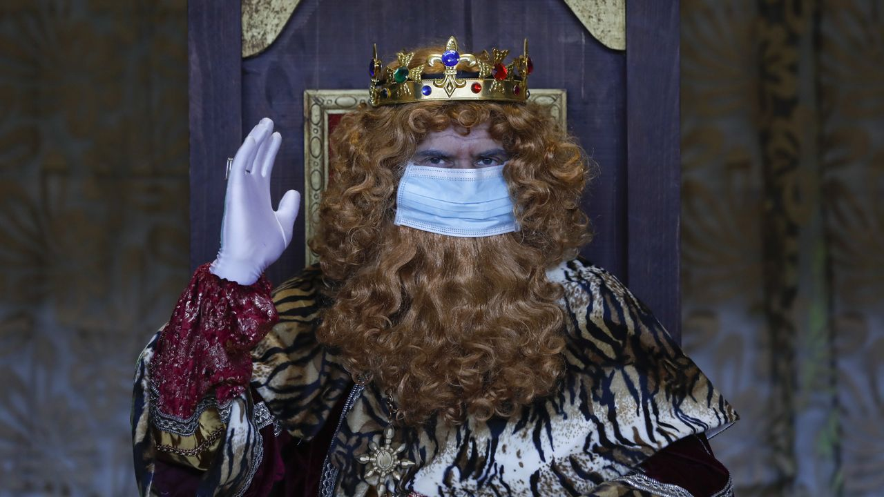 Mensaje de Gaspar en Santiago: «Seguide portándovos ben e mantede a ilusión».Las restricciones en la hostelería y los cierre perimetrales por el coronavirus han supuesto un mazazo para la actividad económica