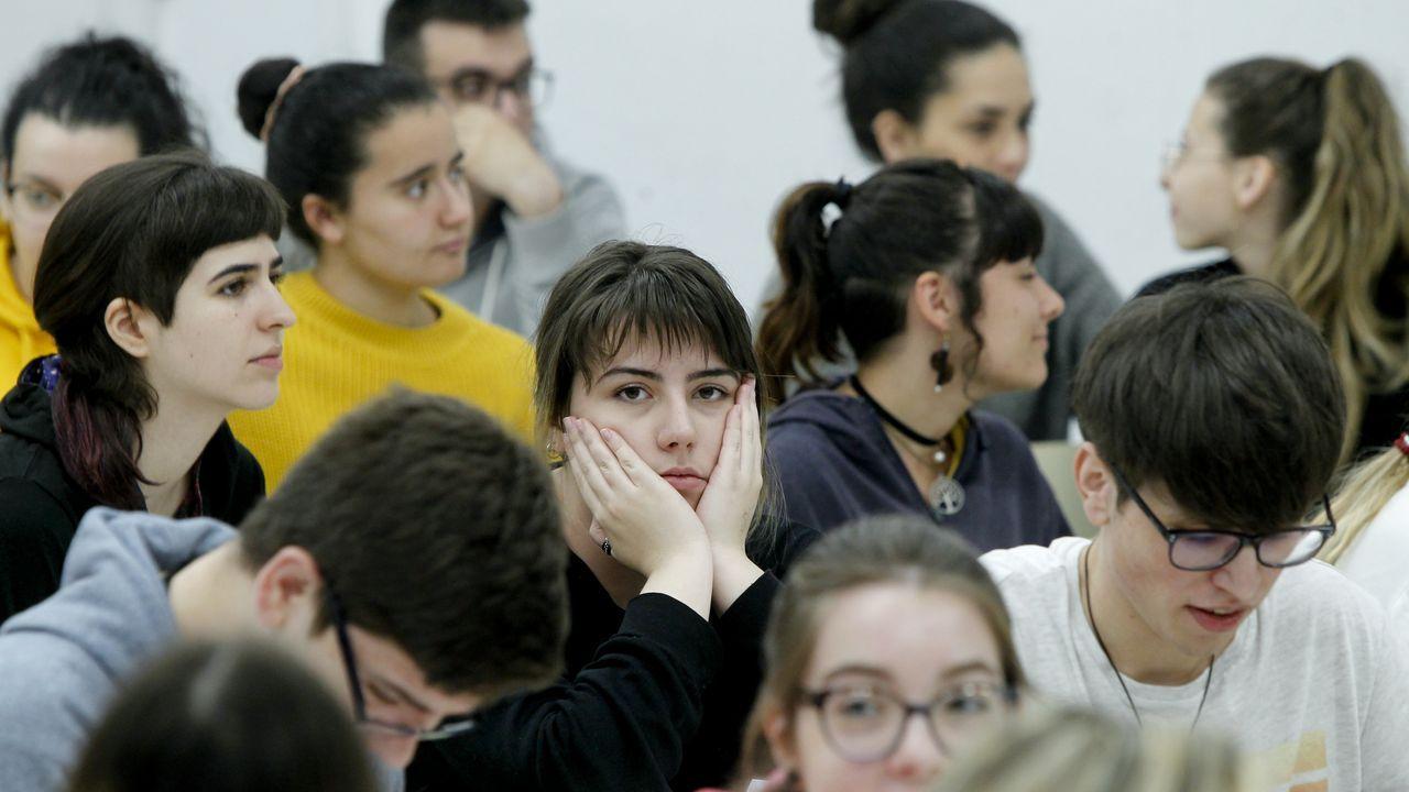 La selectividad más exigente, en Santiago.Friedrich: Monk by the sea: a la izquierda cuadro original, a la derecha lo que se vio en el examen de selectividad