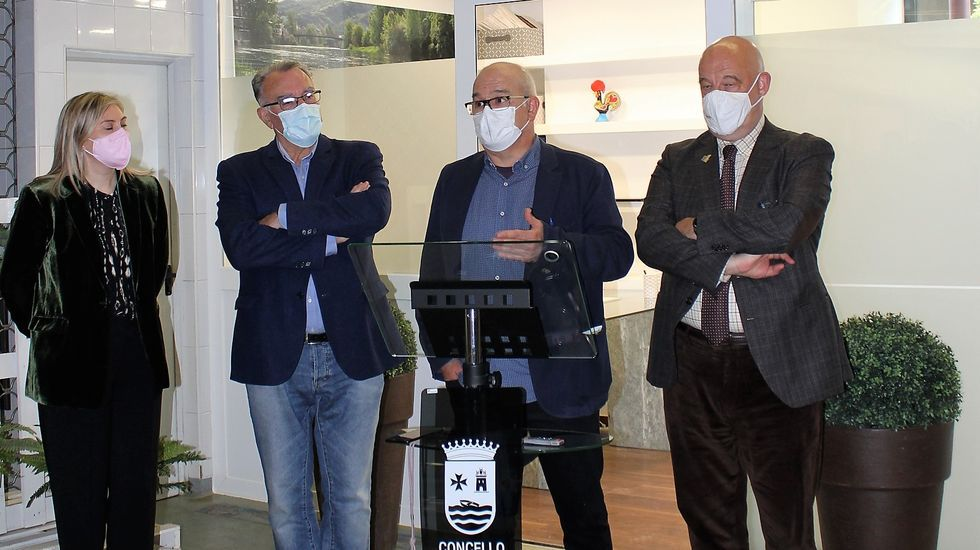 Lavacunación a domicilio en el rural de Ourense.Inauguración de la oficina, situada en la plaza de abastos