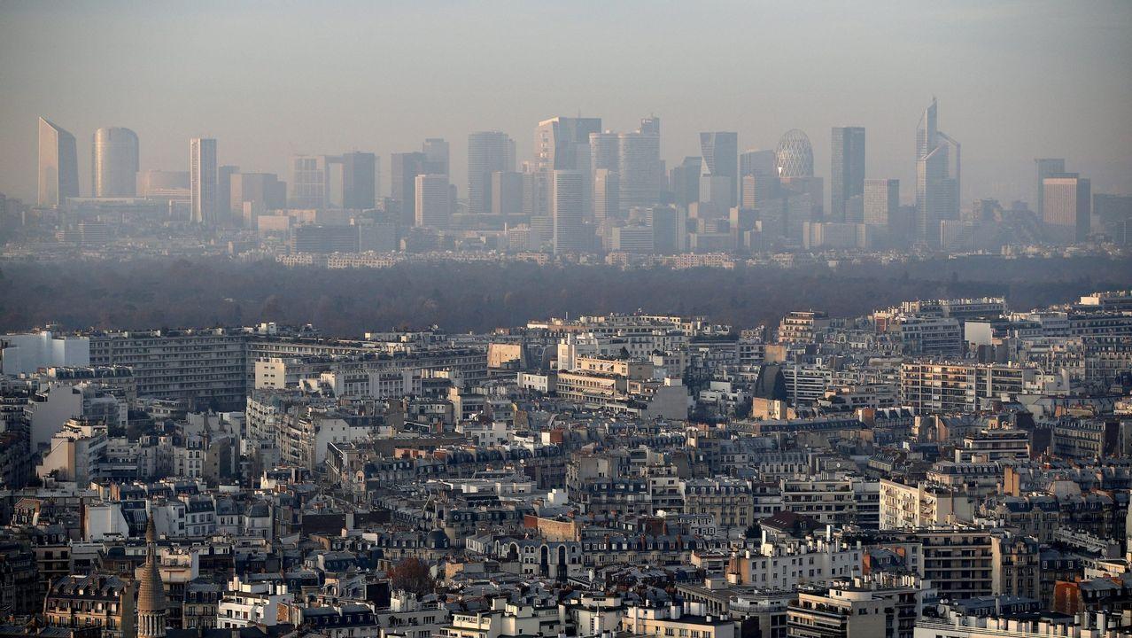 Vista general del distrito de negocios La Defensa, en París