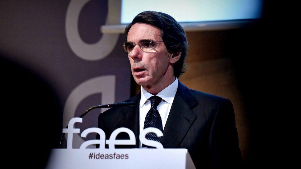 Rajoy recuerda «con gratitud» a Aznar en el primer Congreso sin el expresidente.José María Aznar