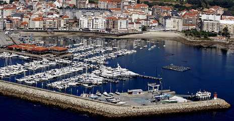 Vista aérea de los pantalanes del Puerto Deportivo Juan Carlos I de Sanxenxo.