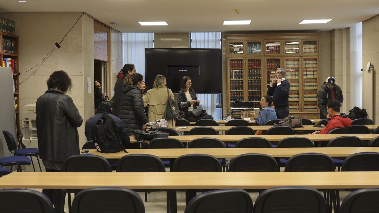 Los medios de comunicación siguieron el juicio desde una sala