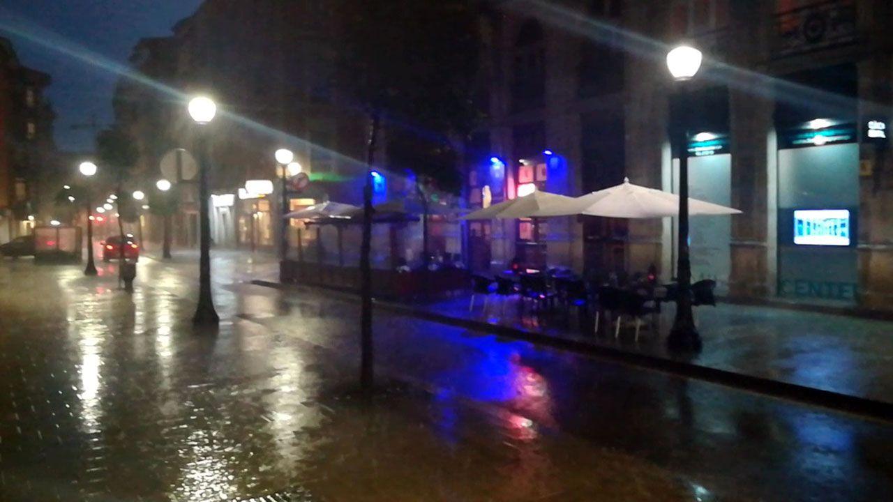 Moal, Pueblo Ejemplar 2018.Lluvia en Gijón
