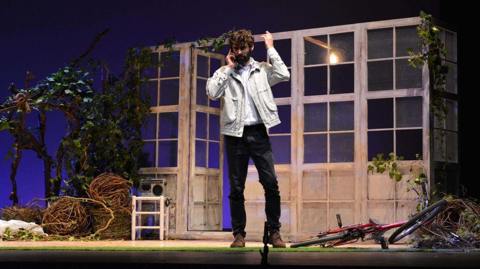 Náufragos Teatro pone en escena «Karelu» en el Gustavo Freire.