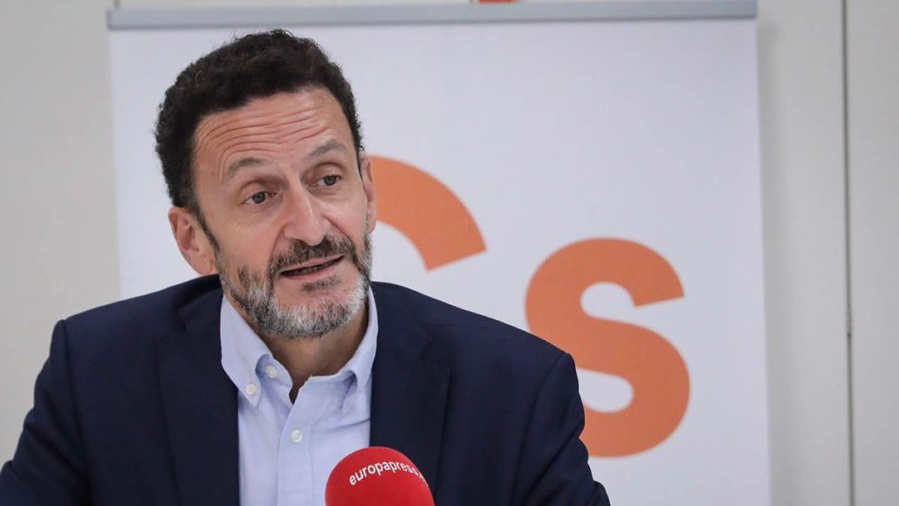 Pedro Sánchez se va de vacaciones a 44 días de que se agote el plazo para la investidura.Adrián Barbón en la bonitada socialista Tapia de Casariego