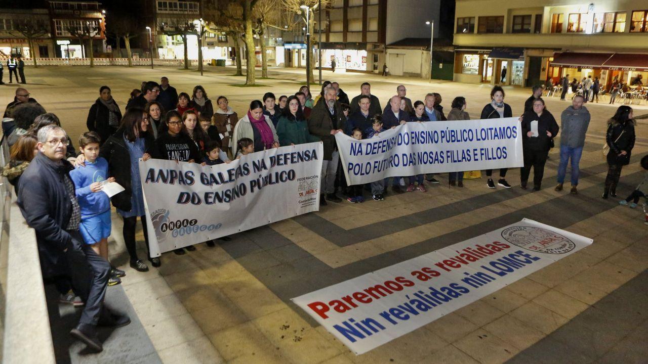 La huelga de estudiantes en Galicia, en imágenes.Protesta de estudiantes de arte dramático para reivindicar un título universitario