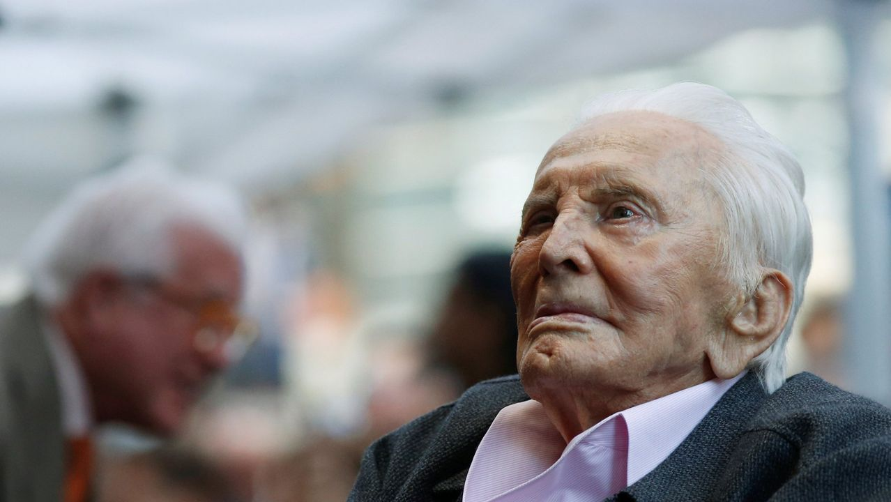 Oficialidad del asturiano.Kirk Douglas dice haber tenido «una vida maravillosa»