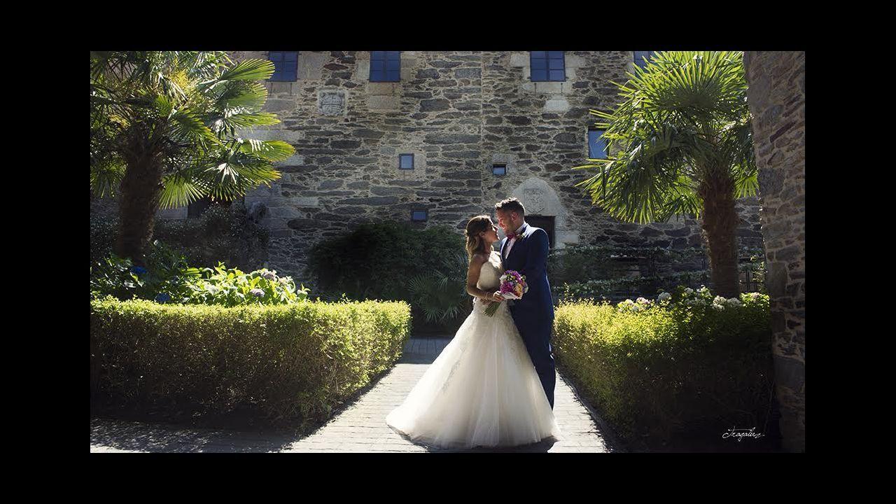 Pilar Rubio y Sergio Ramos protagonizan un romántico beso tras darse el «sí quiero».Marc Anthony recibiendo el galardón
