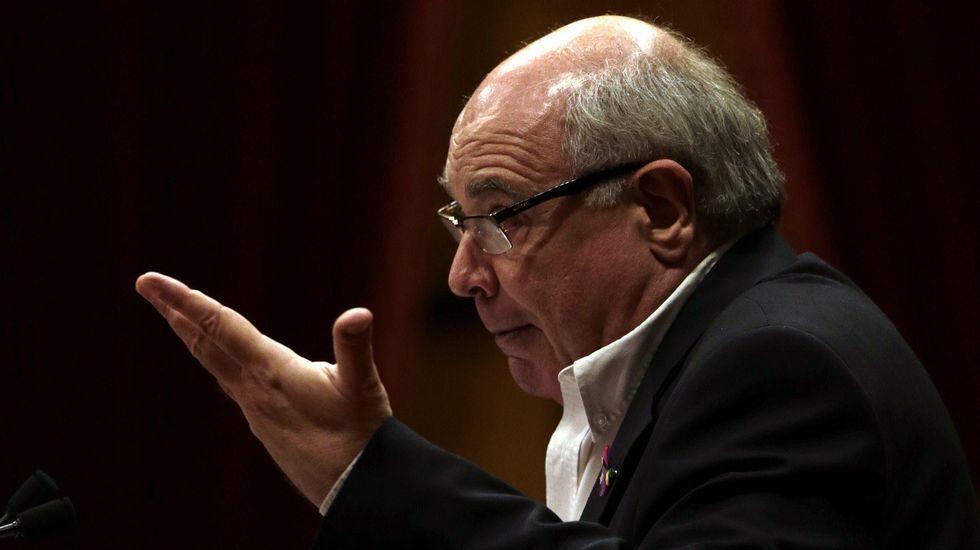 El líder de CatSíQueEsPot en el Parlament, por su parte, ha asegurado a Puigdemont que el acuerdo de investidura JxSí-CUP se ha suscrito «a cambio de humo» y que el pacto favorece la recomposición de CDC