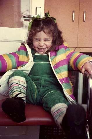 <span lang= es-es >Una niña tímida</span>. María, hija única, asegura que siempre fue una niña tímida y vergonzosa.