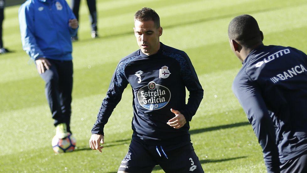 Fernando Navarro | Seguirá una campaña más en el Deportivo al haber cumplido la cláusula de ampliación